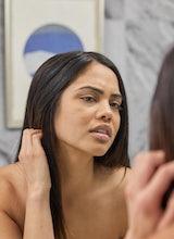Los expertos dan su opinión acerca de por qué tienes brotes de acné cuando te quedas en casa